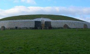 Newgrange: Ancient observatory Image via Wikimedia Commons